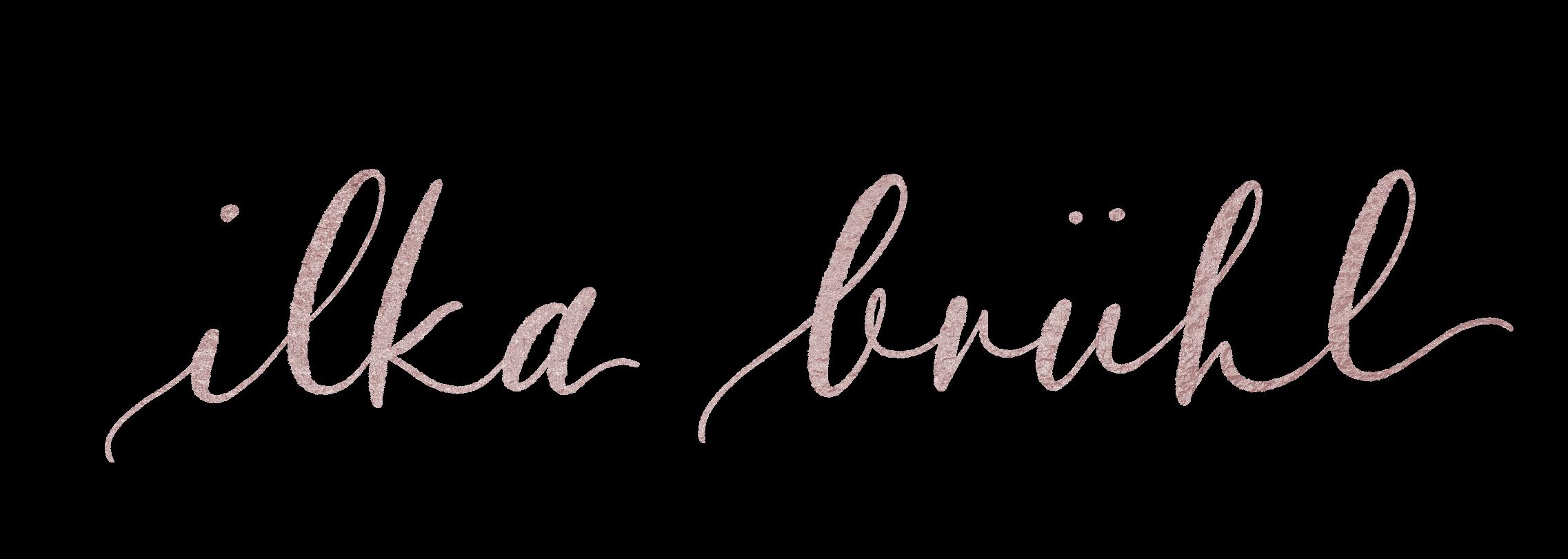 """Ein geschwungener Schriftzug in Kupfer. Zu lesen ist """"Ilka Brühl"""""""
